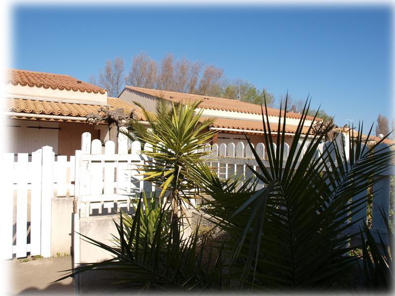 Dans la r sidence les perles du soleil au cap d 39 agde 34300 locations la semaine pour les - Les jardins du cap cap d agde ...